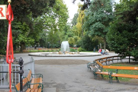 Rathausplatz park