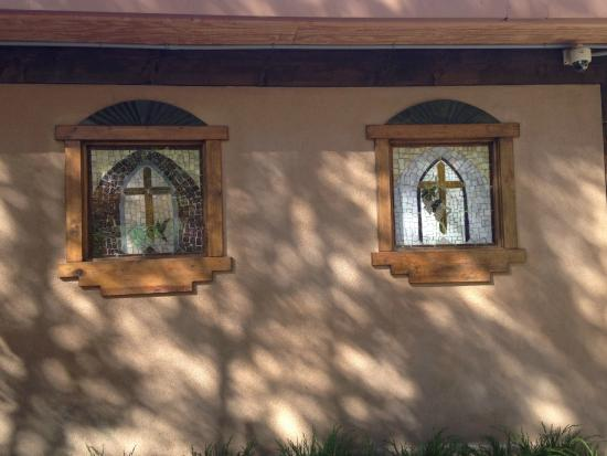 Sanctuario de Chimayo: Lovely, simple window designs