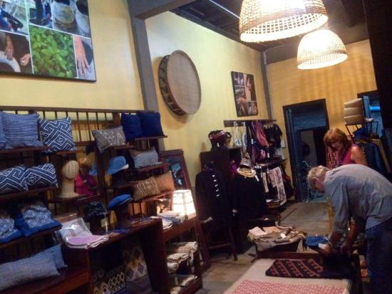 Ma Te Sai : Highly recommended as the place to shop for quality cotton products.