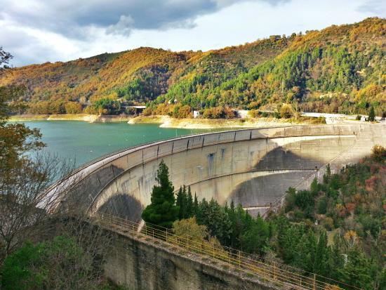Lago di Pietra del Pertusillo