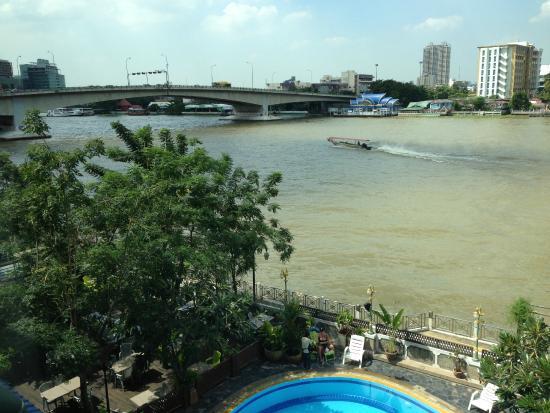 New Siam Riverside Guest House: bridge on the left