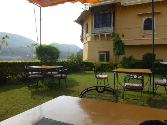 Nawal Sagar Palace Restaurant: The garden with the view