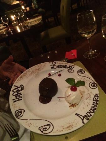 Pigalle Melrose Arch: Dessert con scritta augurale