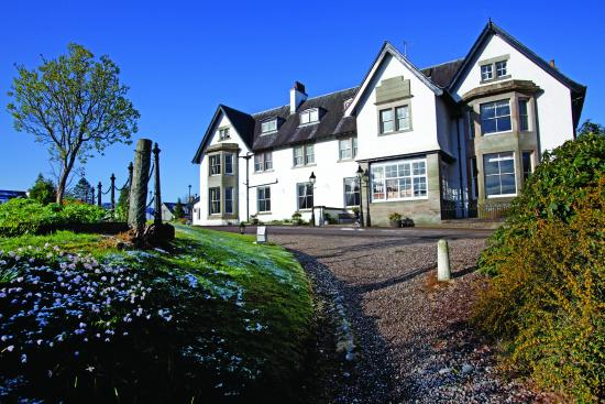 The Lovat, Loch Ness: front facing hotel