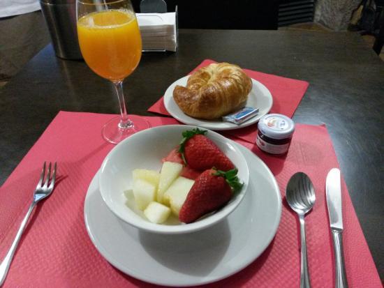 Hotel Rural Latorrién de Ane: Breakfast