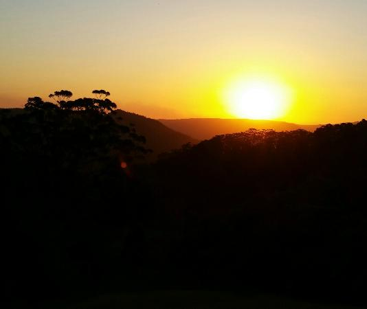 Blue Summit Cottages: Sunset from King Parrot cottage