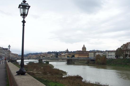 Hotel Montebello Splendid: Walk along the river from the Hotel