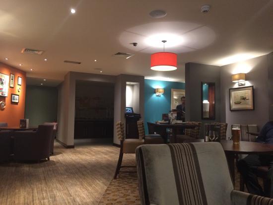 Premier Inn Glasgow City Centre South Hotel: Bar area