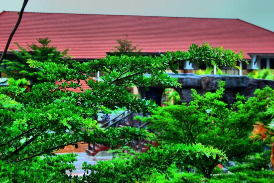 Tok Aman Bali Beach Resort: center garden