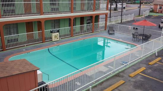 Super 8 Austin Downtown/Capitol Area : Pool