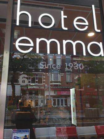 Hotel Emma : Hotel sign