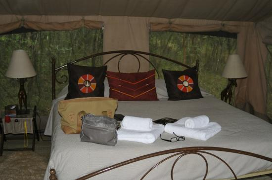 Nairobi Tented Camp: Our tent - very comfy bed