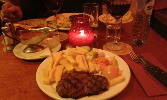 Dam Steakhouse : Bistecca e patatine