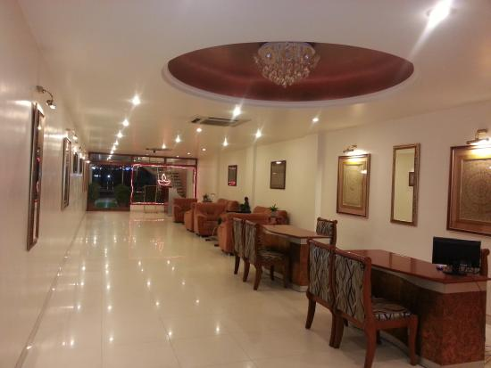 Hotel Sarthak : Beautiful lobby