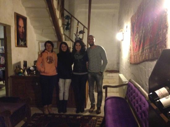 Has Cave Konak Hotel: kız kardeşlerle beraber :)