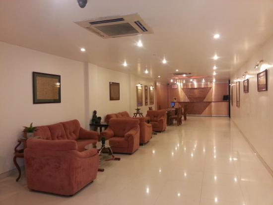 Hotel Sarthak: LOBBY