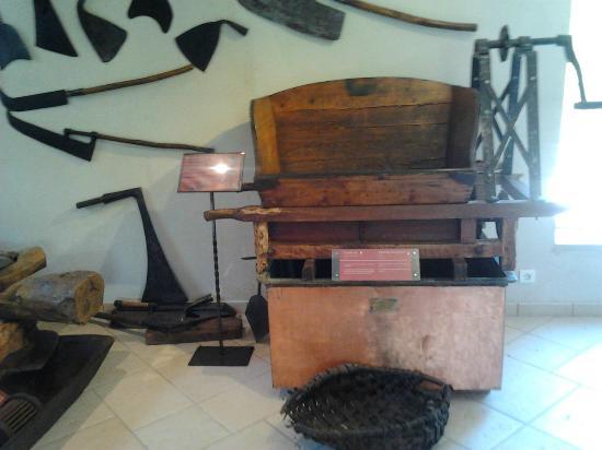 Ansouis, Prancis: экспонаты