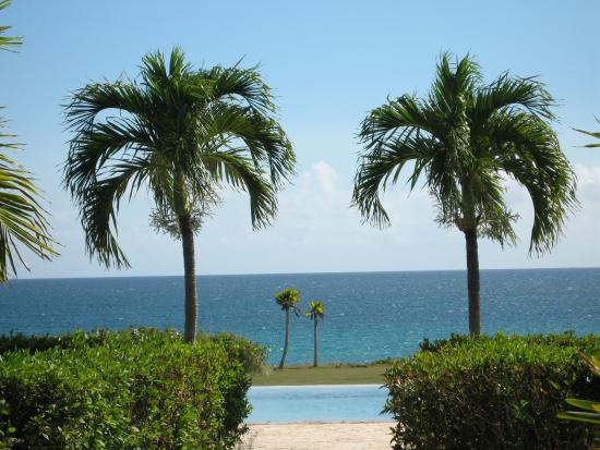 Blue Horizon Boutique Resort: Blue Horizon view from sitting room to pool and Caribbean