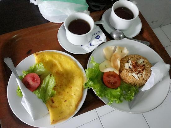 Hotel KU : menu sarapan omelete dan nasgor