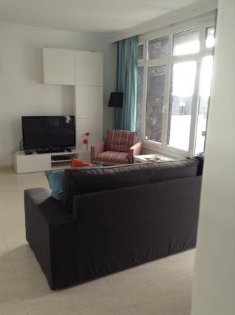 Caleton Blanco: Living Room