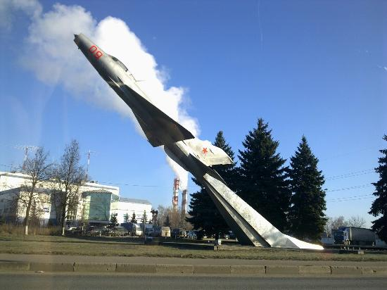 ‪Monument to the MiG-21‬