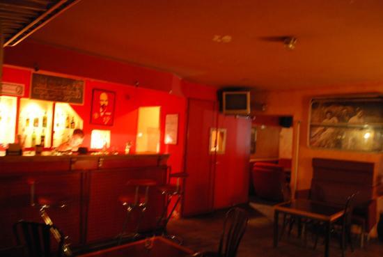Good Bye Lenin - Pub & Garden Hostel! : área comum