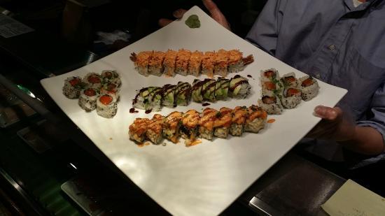 Yama Japanese Restaurant & Sushi Bar: Artistic presentation!  Beautiful, fresh, delicious food!