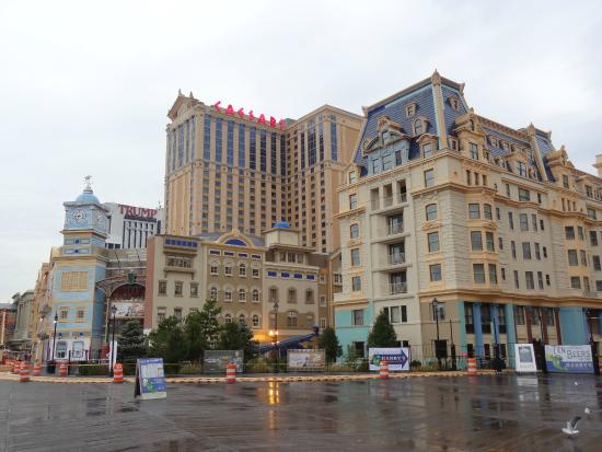 how to get free rooms in atlantic city