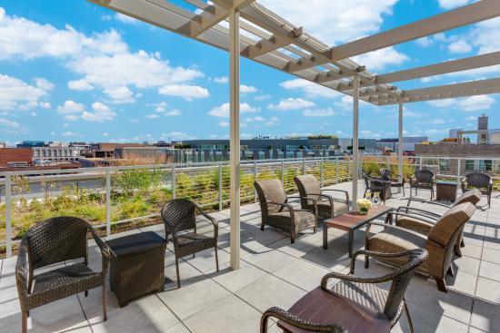 Hilton Garden Inn Washington DC / Georgetown Area : Hilton Garden Inn Washington DC/Georgetown - Outdoor Seating