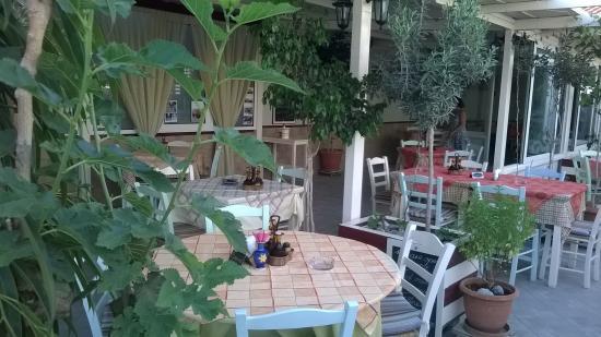 Harakas Taverna