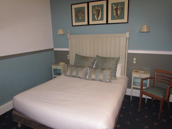 BEST WESTERN Hotel Champlain France Angleterre : Vue de la chambre côté lit