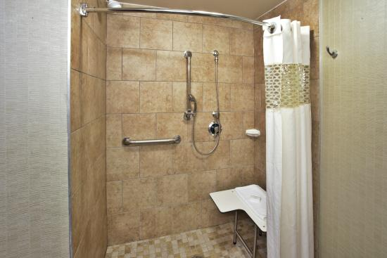 Hampton Inn Bowie: ADA - Roll in Shower