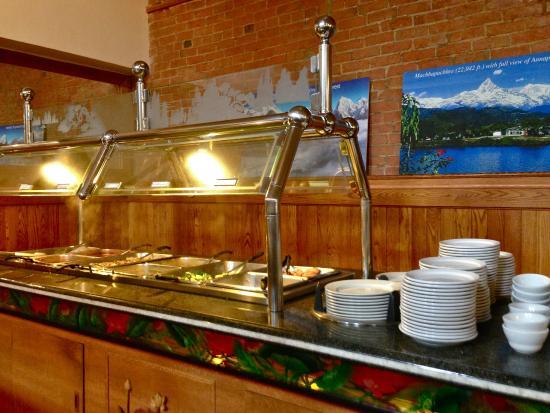 Himalayan Kitchen : Buffet table