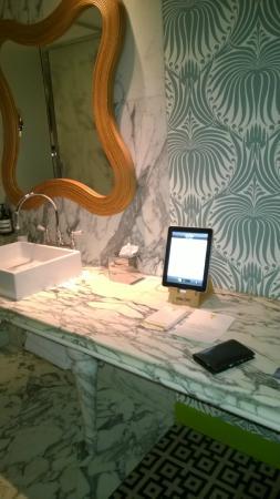 Hotel Thoumieux: une partie de la salle de bain