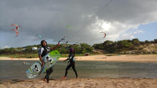 ‪Kitesurf Adventures‬