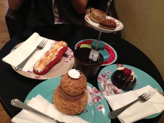 Patisserie Leila : Cakes and macaroons!