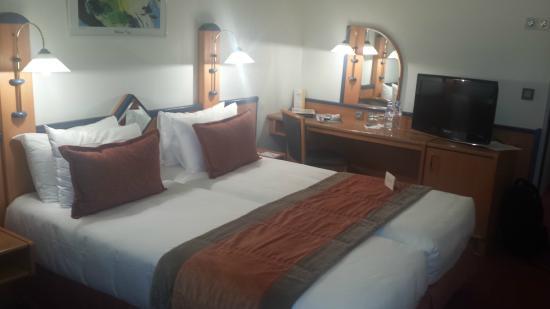 Opera Cadet Hotel: Chambre confortable