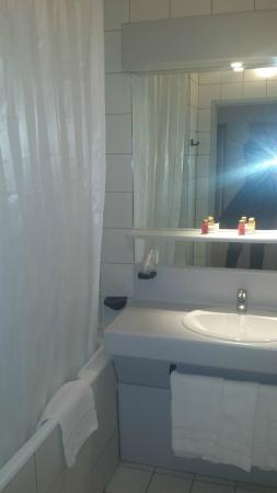 Opera Cadet Hotel: salle de bain