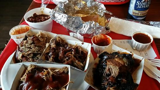 Chester's Barbecue : Chesters 3 little pigs sampler and burnt ends.