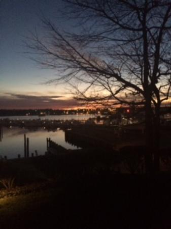 Inn at Harbor Hill Marina : Sunrise from our room
