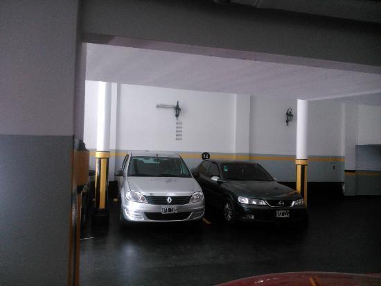Hotel Internacional: Estacionamiento