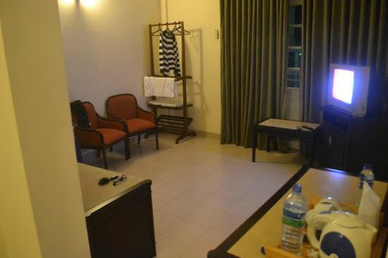 Shalimar Hotel: room