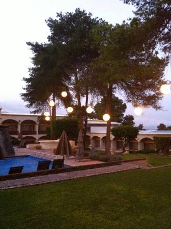 Imperio de Angeles: Alberca y jardin - Daniel Sieres-Zarabozo