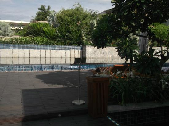 Hyatt Hyderabad Gachibowli: Hotel grounds