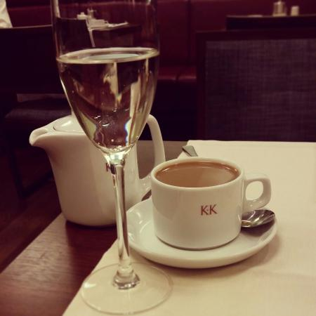 K+K Hotel Elisabeta: Fizz at breakfast