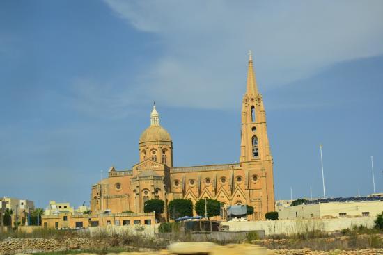 St. George's Basilica : Basilica vista dall'esterno