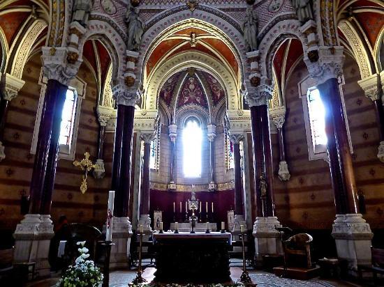 alter picture of shrine of st john vianney ars sur formans