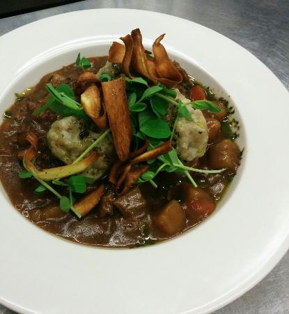 Delabole, UK: Winter warmer at the bettle and chisel, Beef stew and dumplings