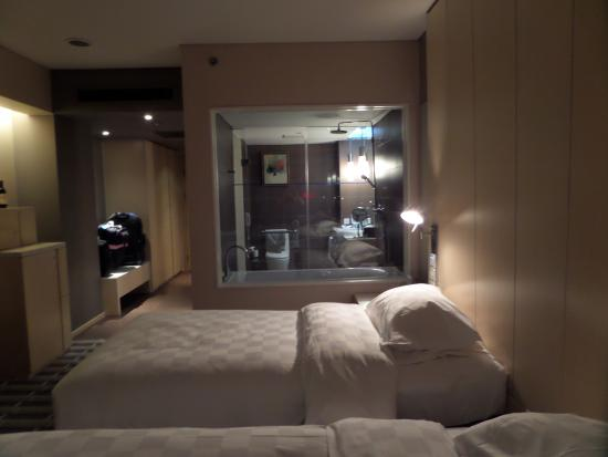 Park Plaza Beijing West: Why the window?