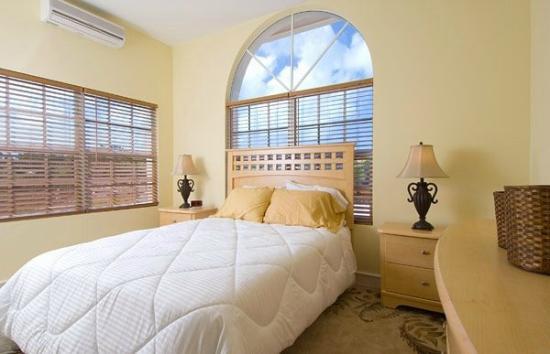 Breezy Palms Villa: Second Bedroom w/ Queen Bed